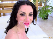 Italian brunette milf Valeria Visconti gets facial cum beard