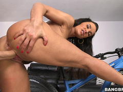 Super Milf Lisa Ann gets fucked after bike ride