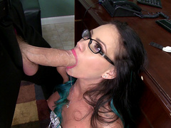 Secretary Raven Bay takes the boss's huge cock deepthroat