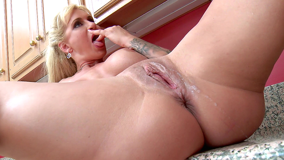 Uk blonde pornstar tracy venus solo masturbation 4