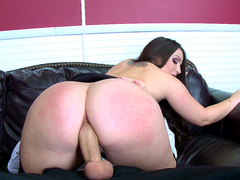 Big butt Lola Foxx meets monstrous cock Danny D
