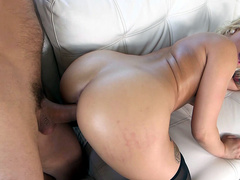 Big booty Veronica Dean taking it doggy style