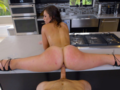 Flexible Kelsi Monroe gets fucked doing the splits on the kitchen counter