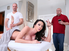 Rubbing Her The Right Way With Ariella Ferrera