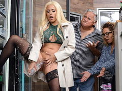 Luna Star Starring in How Convenient! Brazzers HD