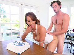 Hot stepmom Isis Love fucked after baking a cake