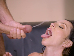 Latina milf Ariella Ferrera gets her face splashed with warm cum