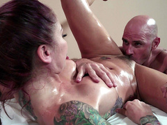 Monique Alexander gets her pussy eaten by her massage therapist