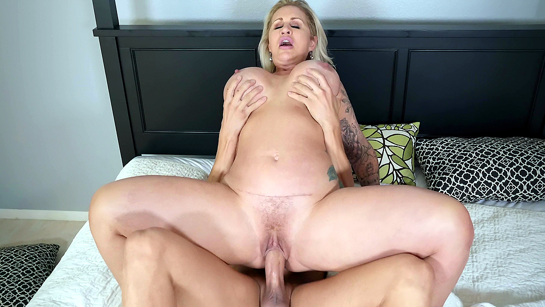 Big cock for Mommy
