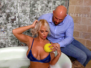 Brazzers HD: Sex Therapy with London River - Milfs Like It Big HD